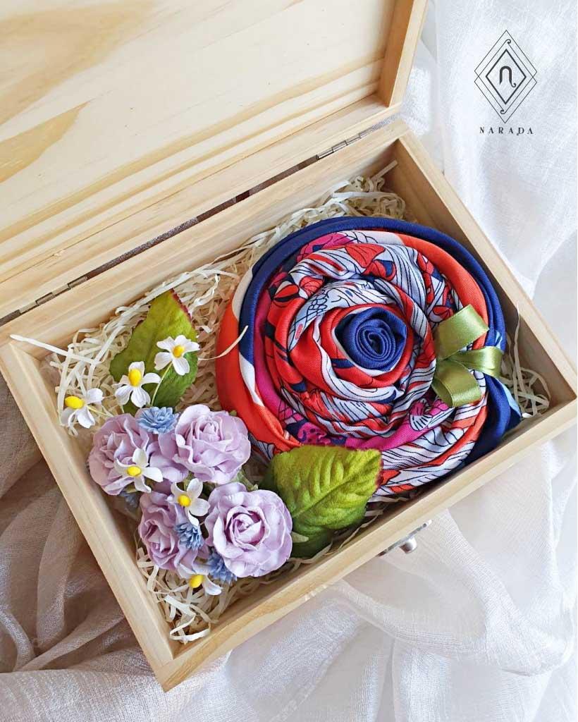 ของขวัญ ผ้าพันคอในกล่องไม้เลเซอร์  (20ชุด 1,345.-)