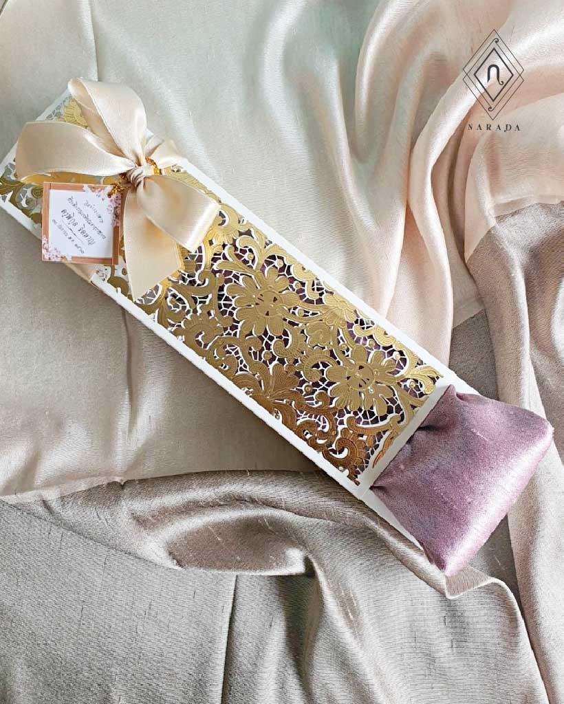 ของขวัญ ผ้าไหมมุก ผ้าไหม 2สี ในกล่องฉลุ (16ชุด 275.-)