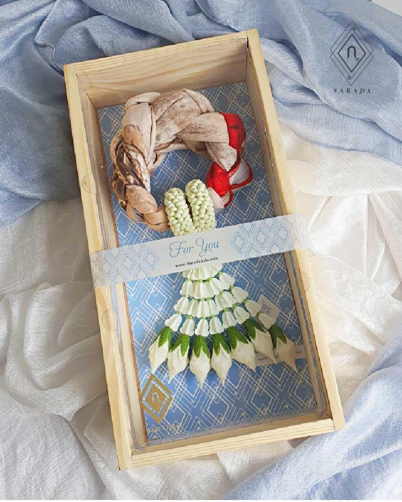 ของขวัญ มาลัยผ้าพันคอ อุบะพู่ ในกล่องไม้