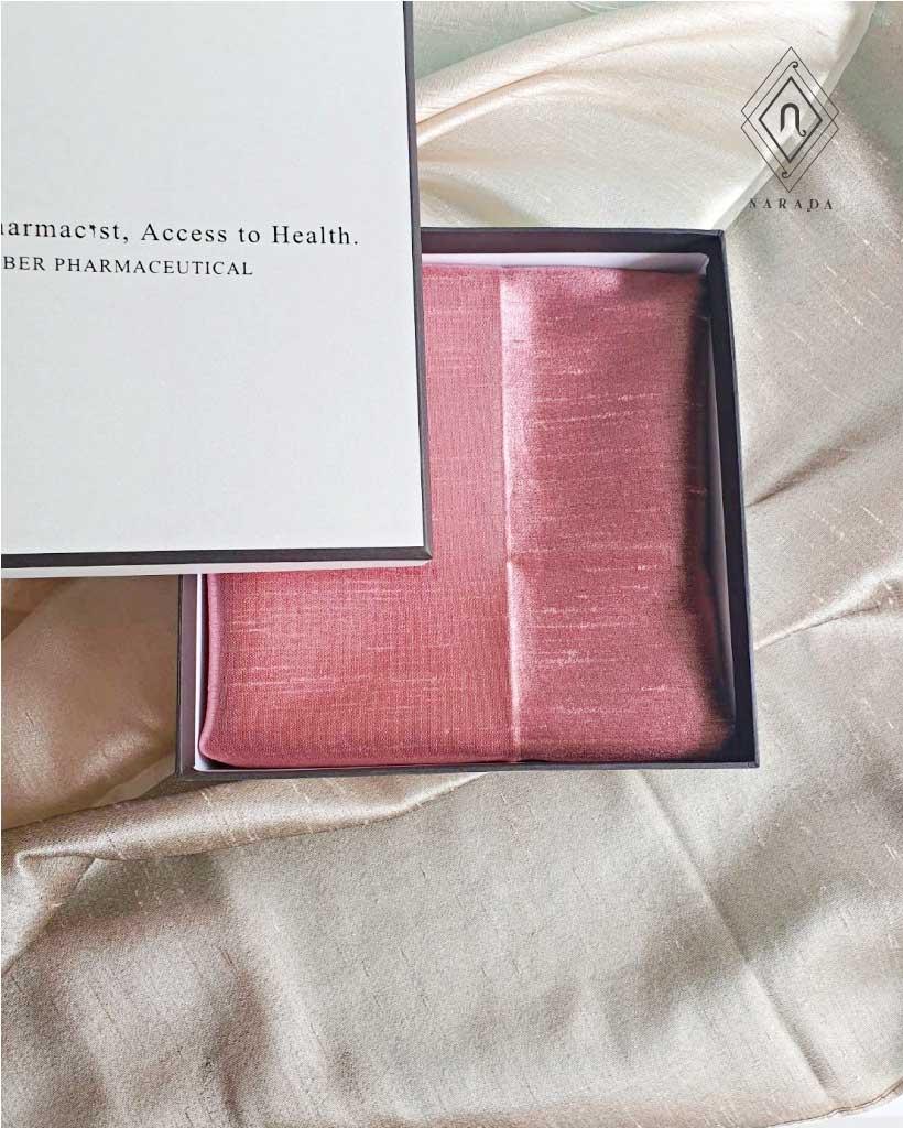 ของขวัญ ผ้าไหม 2 สี ในกล่องไม้ (15ชุด 490.-)