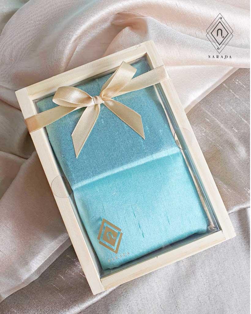 ของขวัญ ผ้าไหม 2 สี ในกล่องไม้ (16ชุด 315.-)
