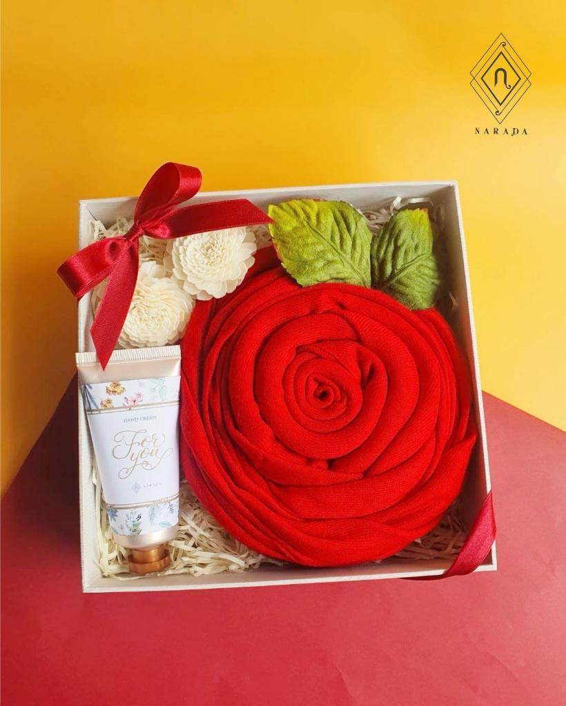 ของขวัญ ผ้าแคชเมียร์ + Handcream ในกล่องกระดาษ