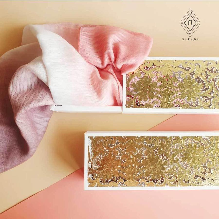 ของขวัญ ผ้าไหมมุก ผ้าไหมใยแก้ว 3สี ในกล่องฉลุ (10ชุด 550.-)