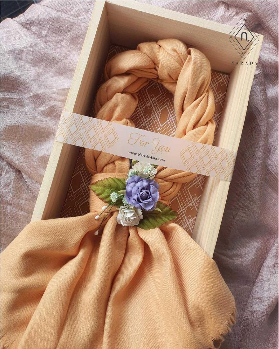 ของขวัญ มาลัยผ้าพันคอ แคชเมียร์ ดอกไม้ล้อม