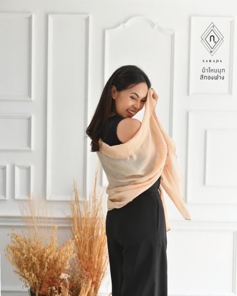 ผ้าพันคอไหมมุก ทองฟาง